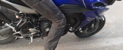 niska osoba na motorze
